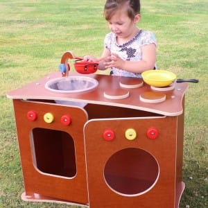 Children's kitchen unit for outdoor use